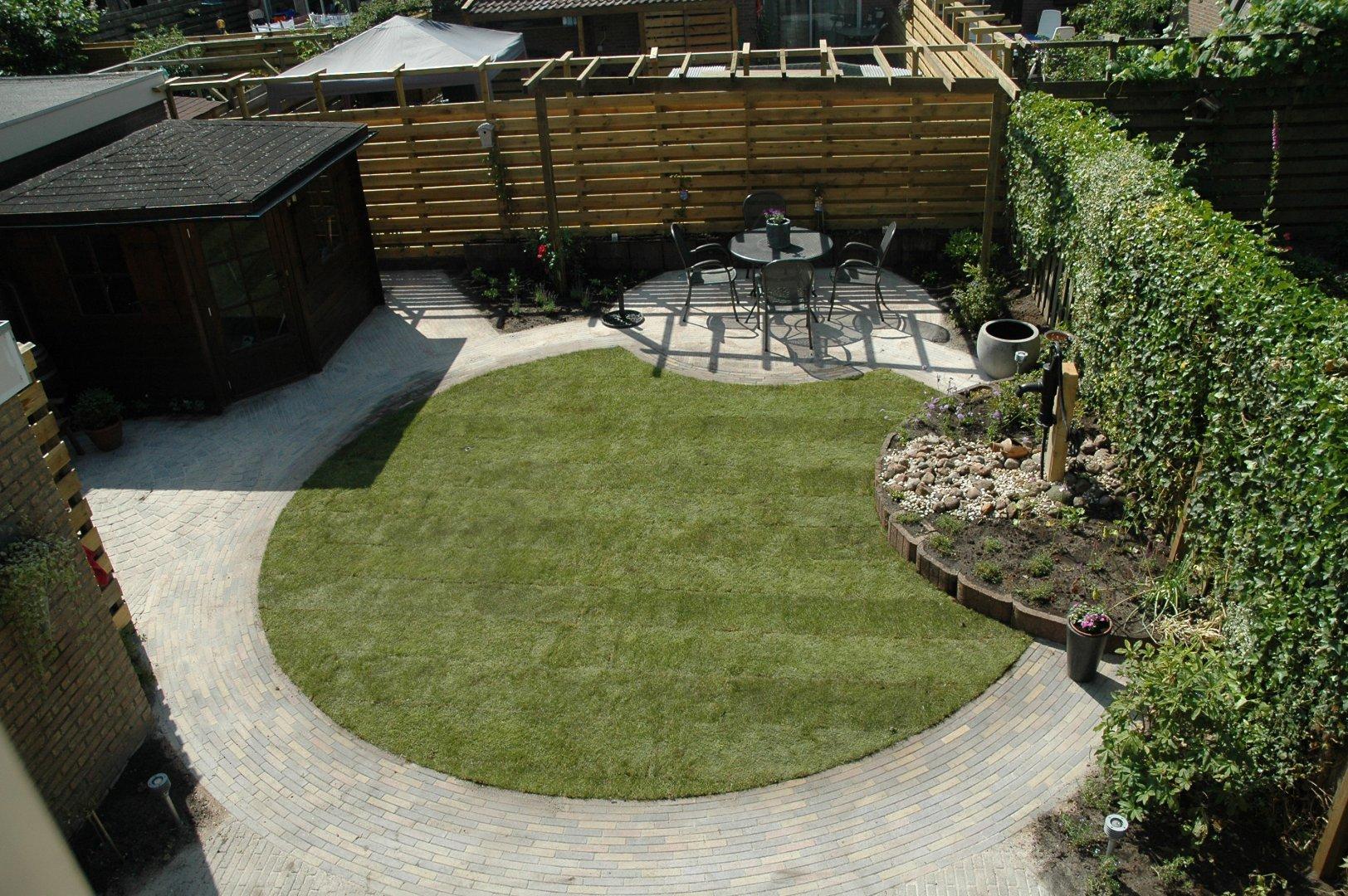 Renovatie Smalle Tuin : Achtertuin met centrale cirkel drupal